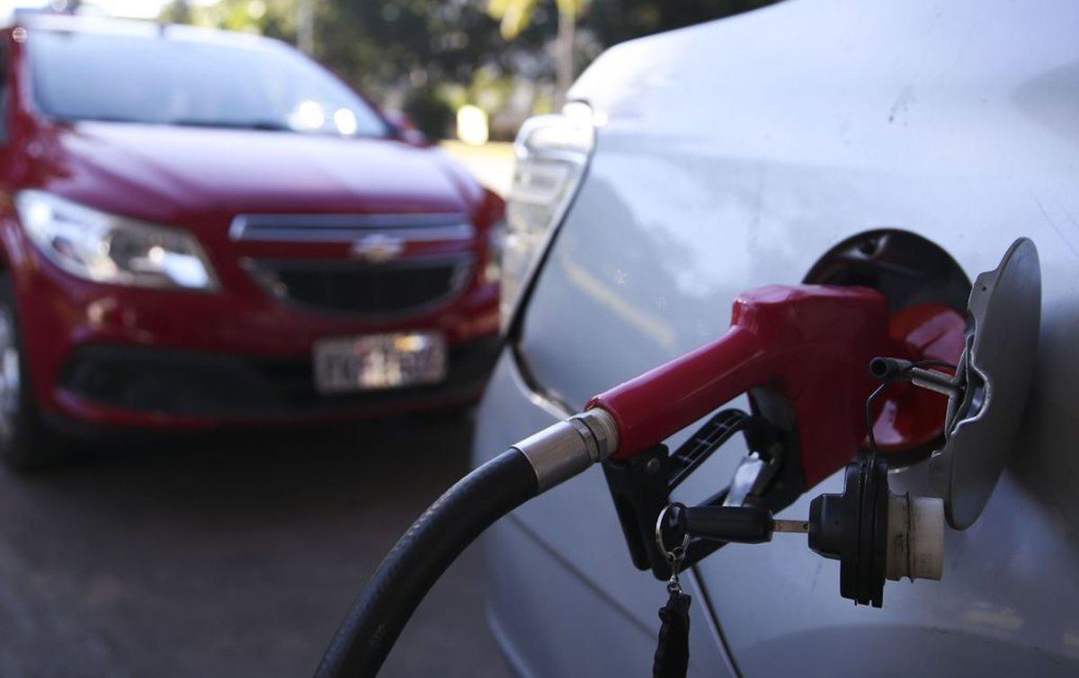 Com novo reajuste, gasolina acumula alta de 73,4% em 2021