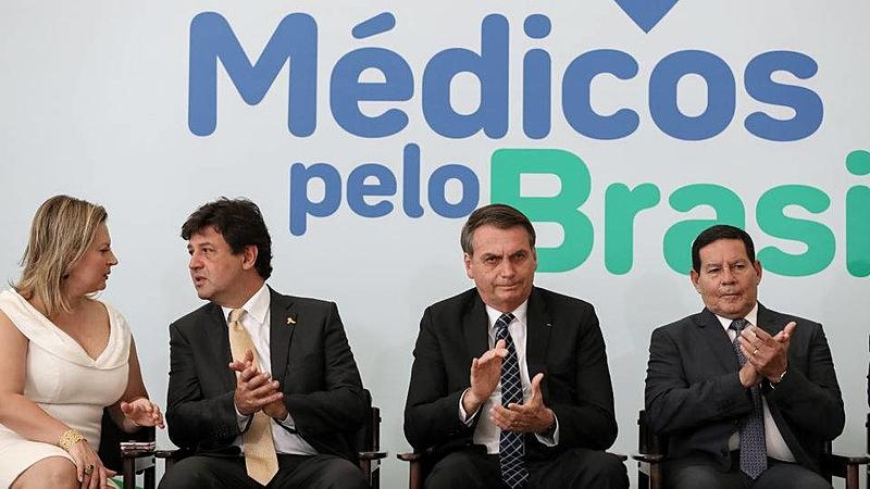 Lançado há 2 anos, programa de Bolsonaro para substituir Mais Médicos nunca abriu edital